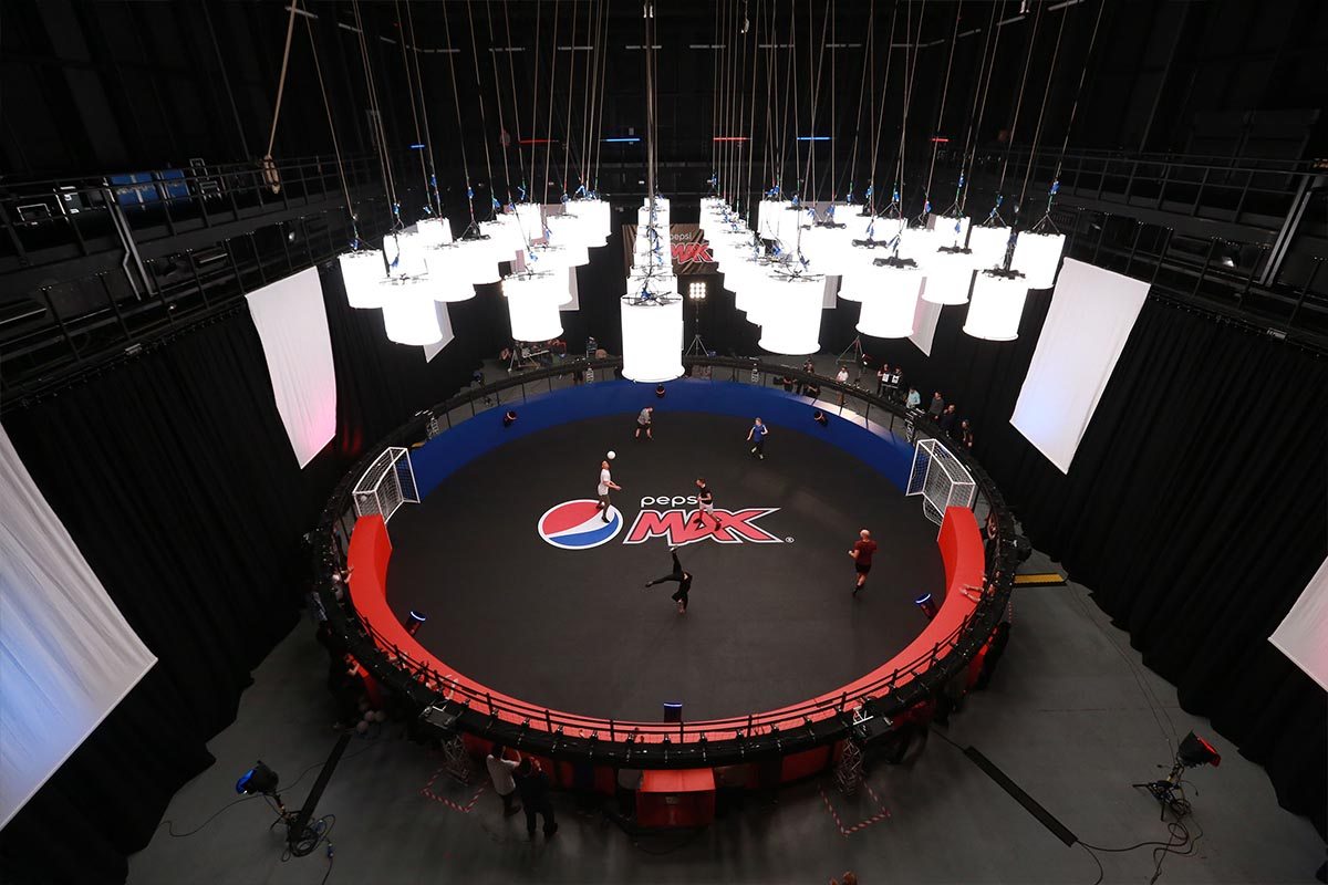 Full picture of 360 bullet time rig at Pepsi shoot